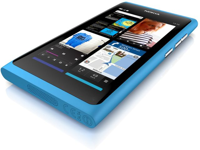 obsah balení Nokia N9 Cyan, 16GB + záložní nabíječka Classic V2