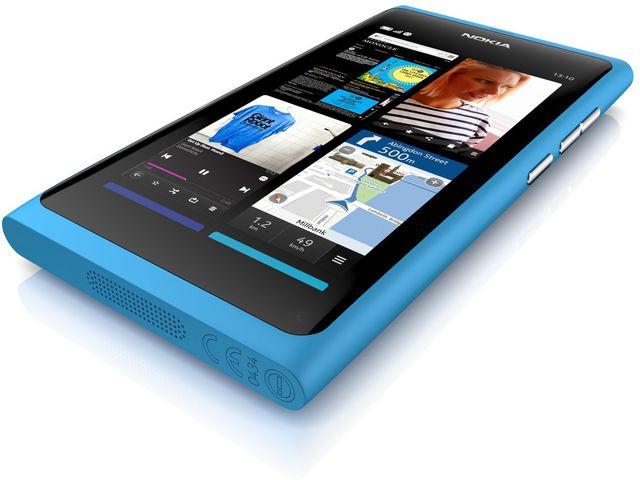 obsah balení Nokia N9 Cyan, 16GB + autonabíječka